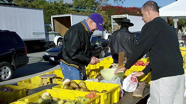 buying-fruit-img_20101016_0