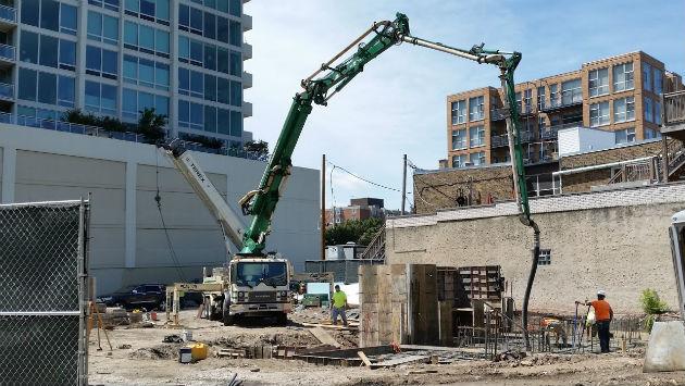 1571-maple-pouring-concrete-160725
