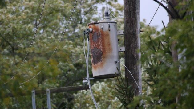 comed-burned-transformer-161026-1300-davis-img_0883