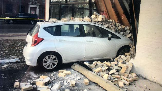 807-howard-car-hits-laundromat-20181211-luis-img_2855